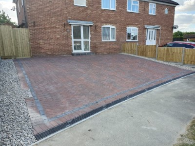 Brindle paved driveway with charcoal border