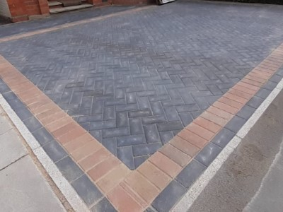 Charcoal driveway with autumn mix border