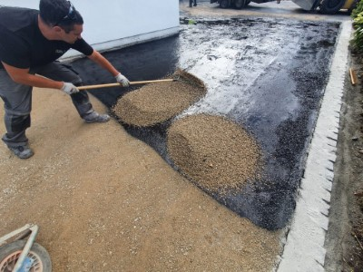Laying chip down on tarred driveway in Somerset
